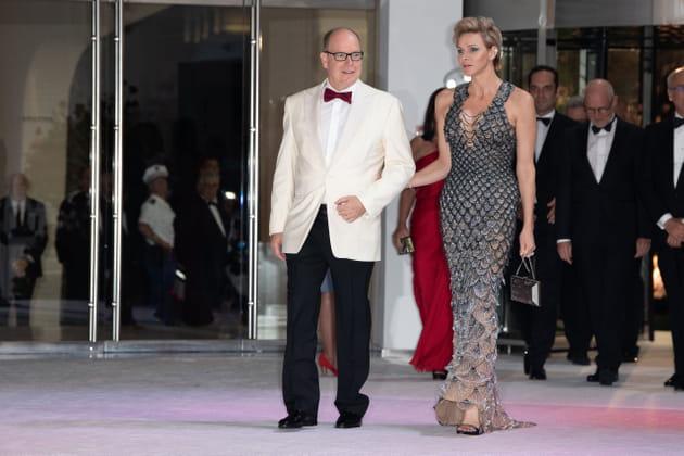 Le prince Albert et la princesse Charlene font leur entrée