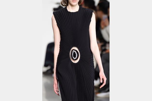 La robe vaginale du défilé Calvin Klein