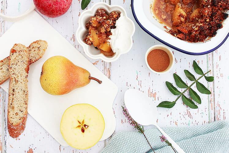 Crumble aux pommes, poires, noisettes et amande