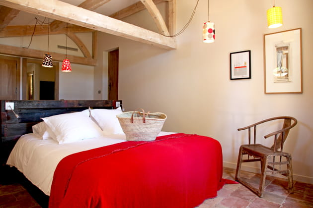 Tête de lit en palettes de bois foncé