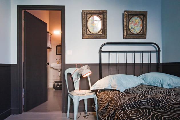 bichromie de noir et bleu ciel. Black Bedroom Furniture Sets. Home Design Ideas