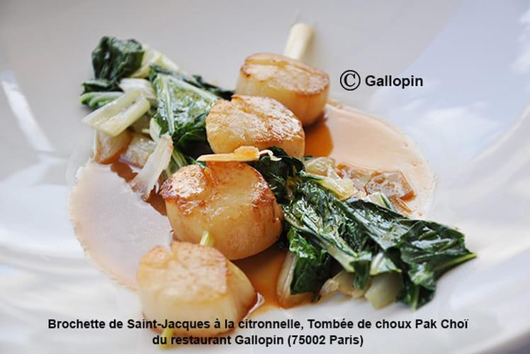 Brochette de Saint-Jacques à la citronnelle, tombée de choux Pak Choï