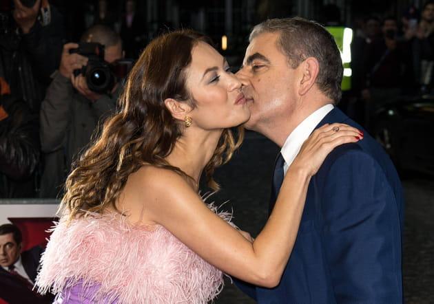 Big bisou bien baveux pour Olga Kurylenko et Rowan Atkinson