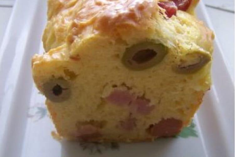 Cake aux olives et jambon fumé