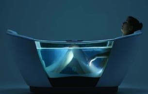 une superbe baignoire, cœur d'une installation domotique complexe