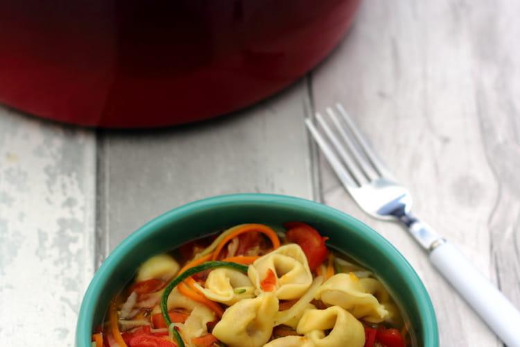 Bouillon de tortellini aux spaghetti de légumes