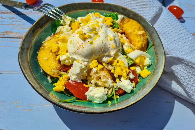 Salade roquette, pêche et burrata