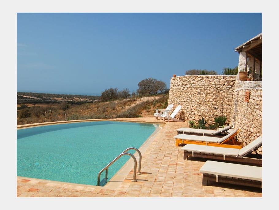 Au bord de la piscine maison entre charme et tradition - Maisons charme et tradition ...
