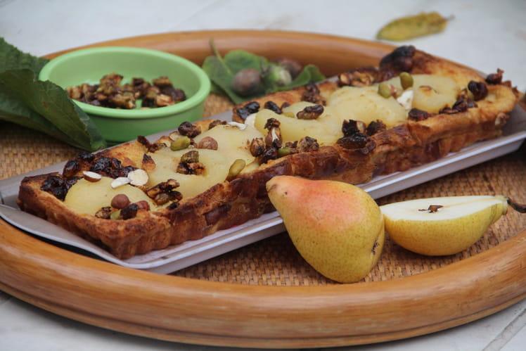 Tarte aux poires, noisettes et pistaches, au pain perdu brioché
