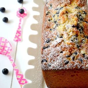cake au chocolat blanc, aux cerises et aux myrtilles