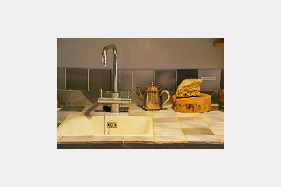 Encas rustique une petite maison f minine et color e for Carrelage pierre basset salernes