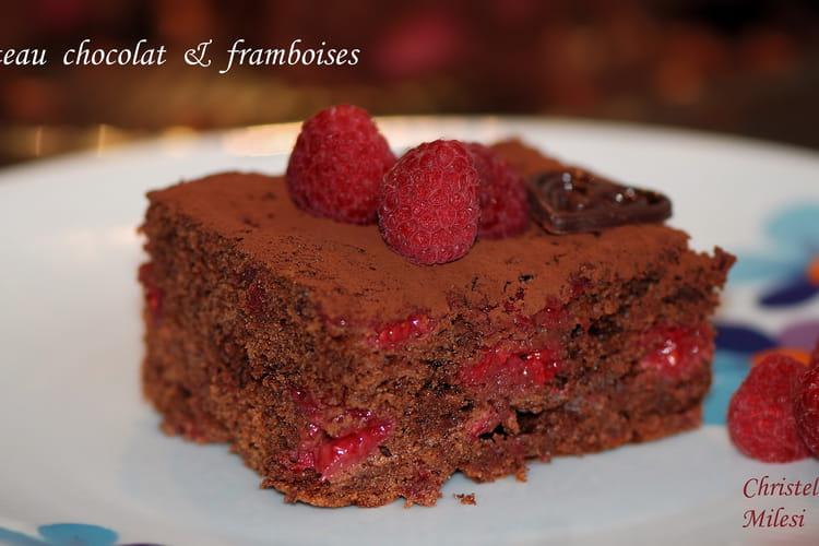 Gâteau chocolat garni de framboises