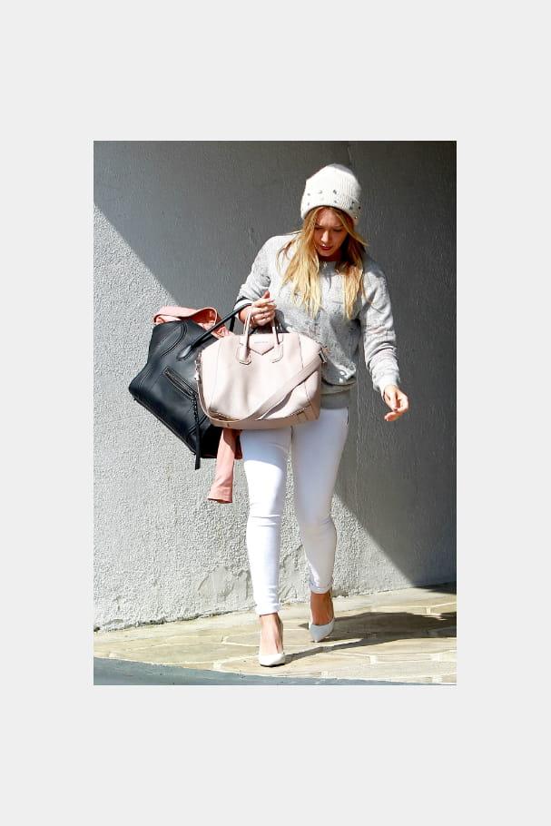 """Hilary Duff et son """"Antigona"""" de Givenchy et son """"Luggage"""" de Céline"""
