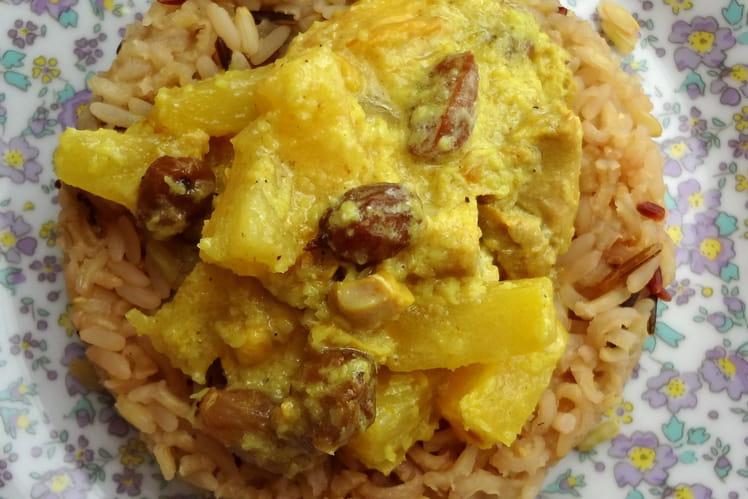Colombo de poulet à l'ananas et raisins secs