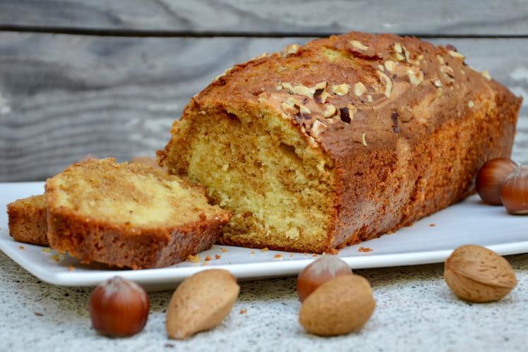 Cake marbré à la vanille, au praliné et aux noisettes