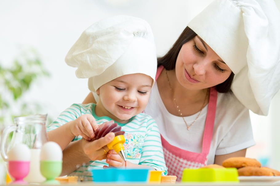 5 bonnes raisons de cuisiner avec les enfants. Black Bedroom Furniture Sets. Home Design Ideas