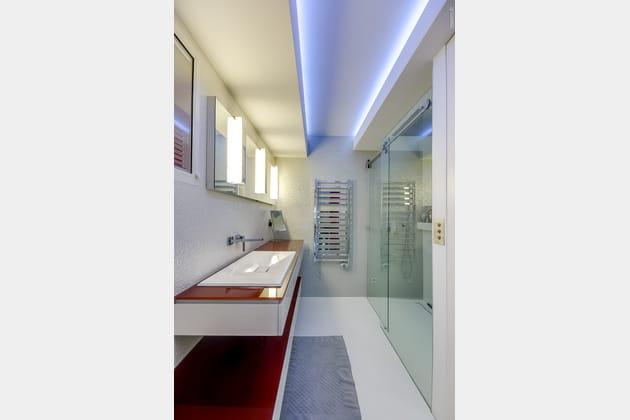 Une salle de bains éclatante