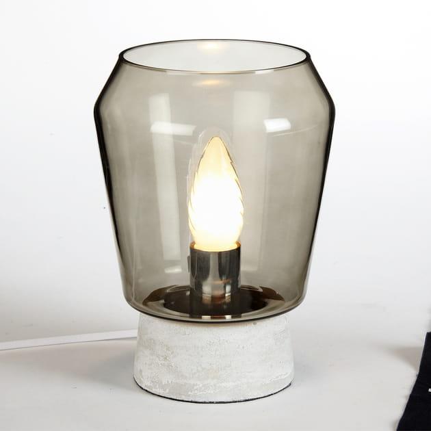 La lampe de chevet en verre fumé