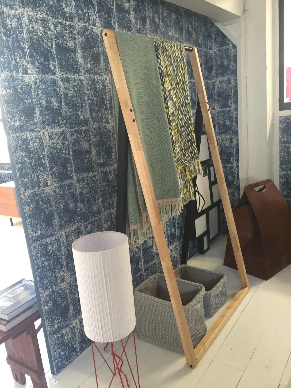 portant gitta. Black Bedroom Furniture Sets. Home Design Ideas