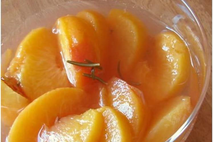 Soupe de pêches au miel, safran et romarin