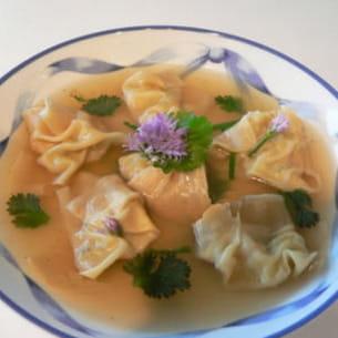 Bouillon de raviolis chinois aux crevettes for Apprendre la cuisine asiatique