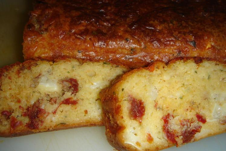 Cake tomates séchées, chèvre et basilic