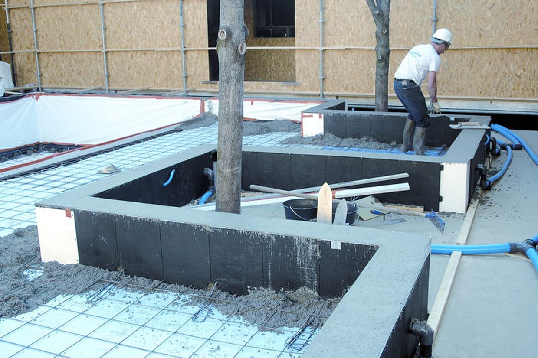 Etape 4 le coulage du b ton for Piscine beton coule
