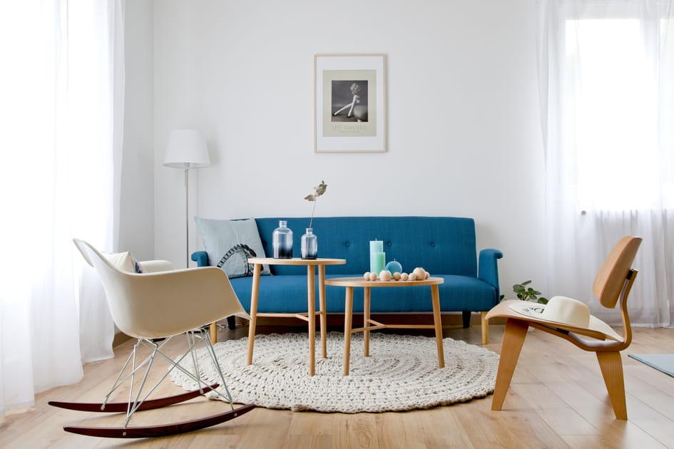 Un salon entre blanc et bleu