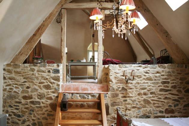 des combles romantiques dans un manoir. Black Bedroom Furniture Sets. Home Design Ideas