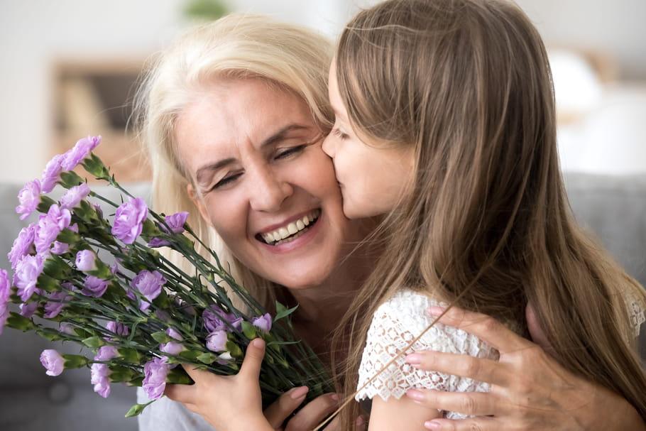 Fête des grands-mères 2021: date et idées cadeaux pour Mamie
