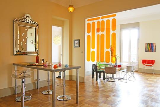 Un appartement ludique et acidul - Lappartement tamka espace vie ludique ...