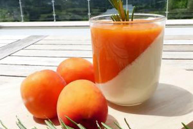 Panna cotta au romarin et son coulis d'abricots