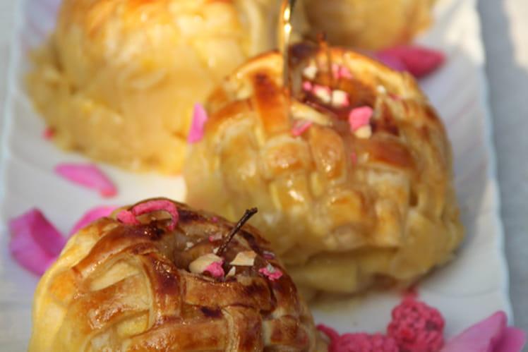 Pommes feuilletées, coeur de confiture de poire et pralines roses