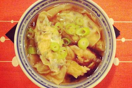 Entrée : bouillon de raviolis thaï