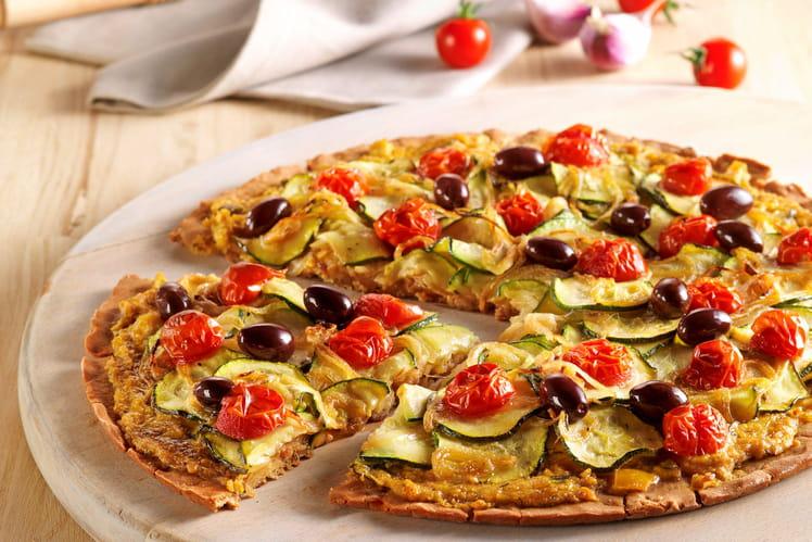Pizza sans gluten aux courgettes tomates et olives