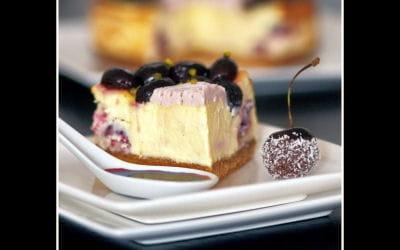 cheesecake chocolat blanc et cerises pochées
