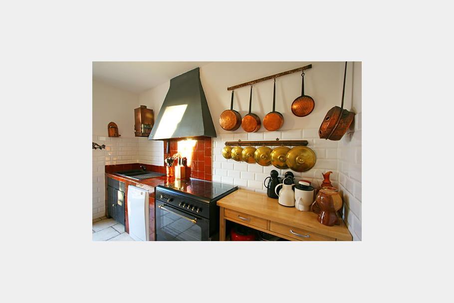cuisine l 39 ancienne un pavillon de chasse en camargue journal des femmes. Black Bedroom Furniture Sets. Home Design Ideas