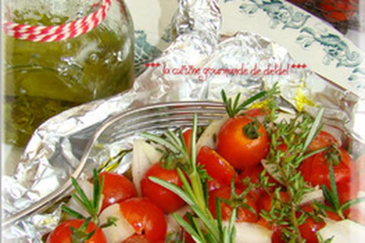 Tomates marinées et ses aromates en papillote