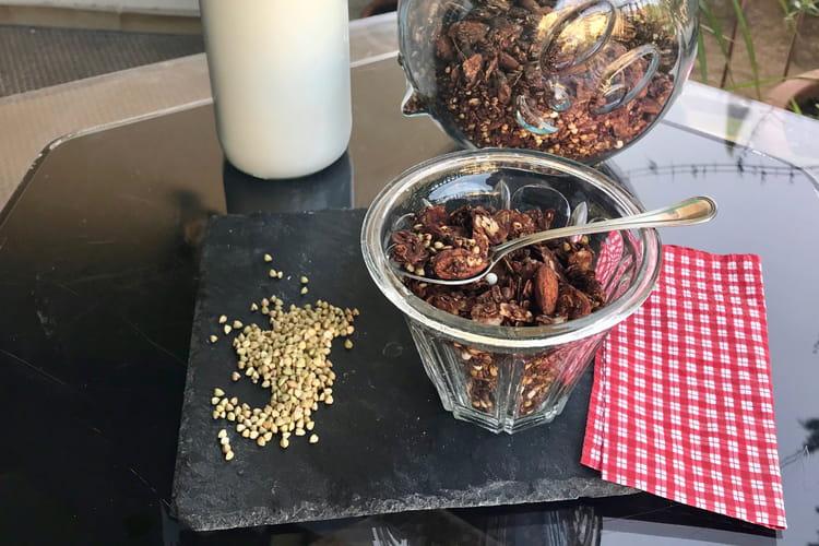 Granola aux graines de sarrasin et chocolat
