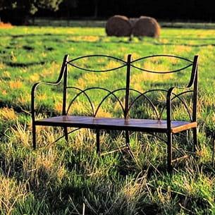 un banc en fer forg pour profiter de son jardin. Black Bedroom Furniture Sets. Home Design Ideas