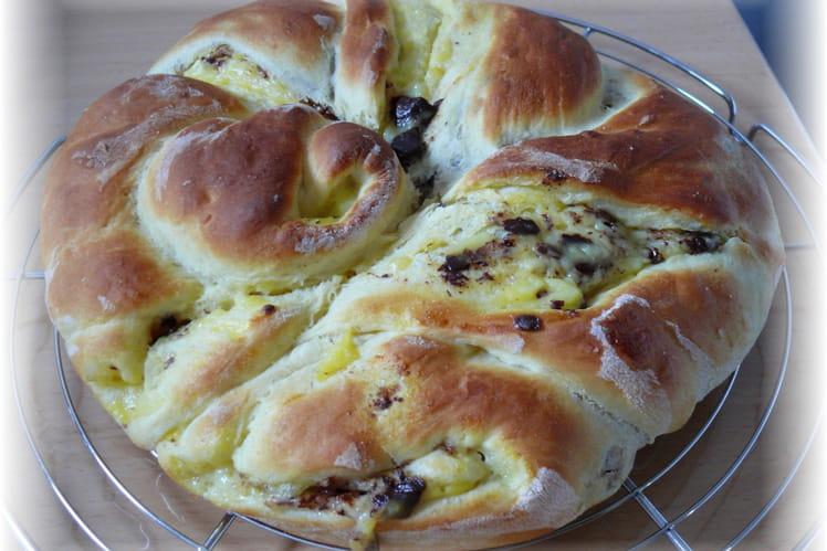 Brioche torsadée fourrée crème pâtissière