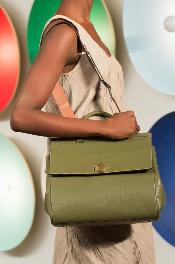 Le it-bag BOSS Bespoke Softdu défilé Boss Women