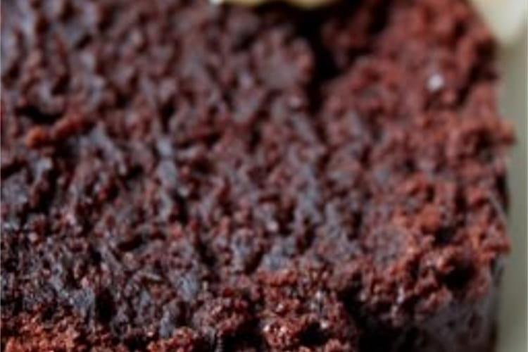 Gâteau ultra moelleux au chocolat avec sauce