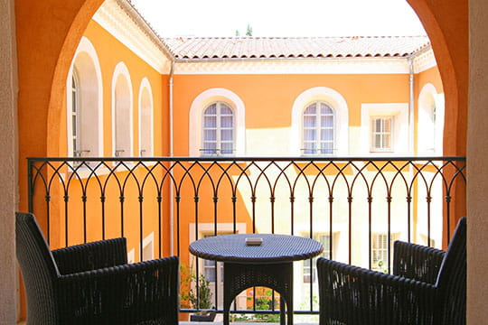 Un balcon sur les ar mes - Le petit patio orange ...