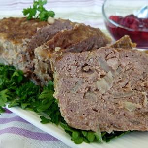 pain de viande, sauce aux cerises