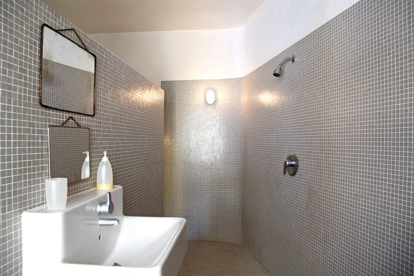 La douche à l\'italienne se pare de mosaïque