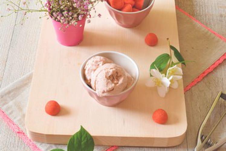 Crème glacée à la vanille et aux fraises tagada