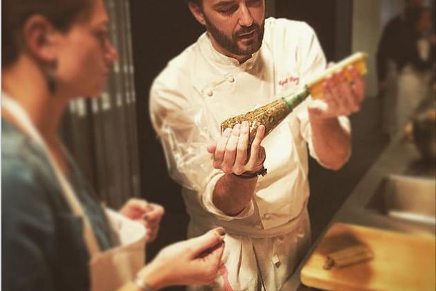 Cyril Lignac met la main aux pâtes