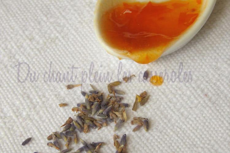 Confiture d'abricots au miel et à la lavande