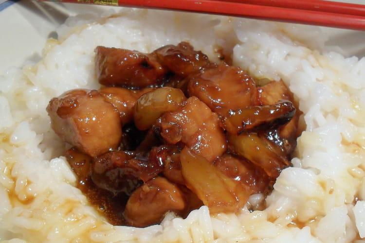 Porc au caramel à l'ananas et riz thaï